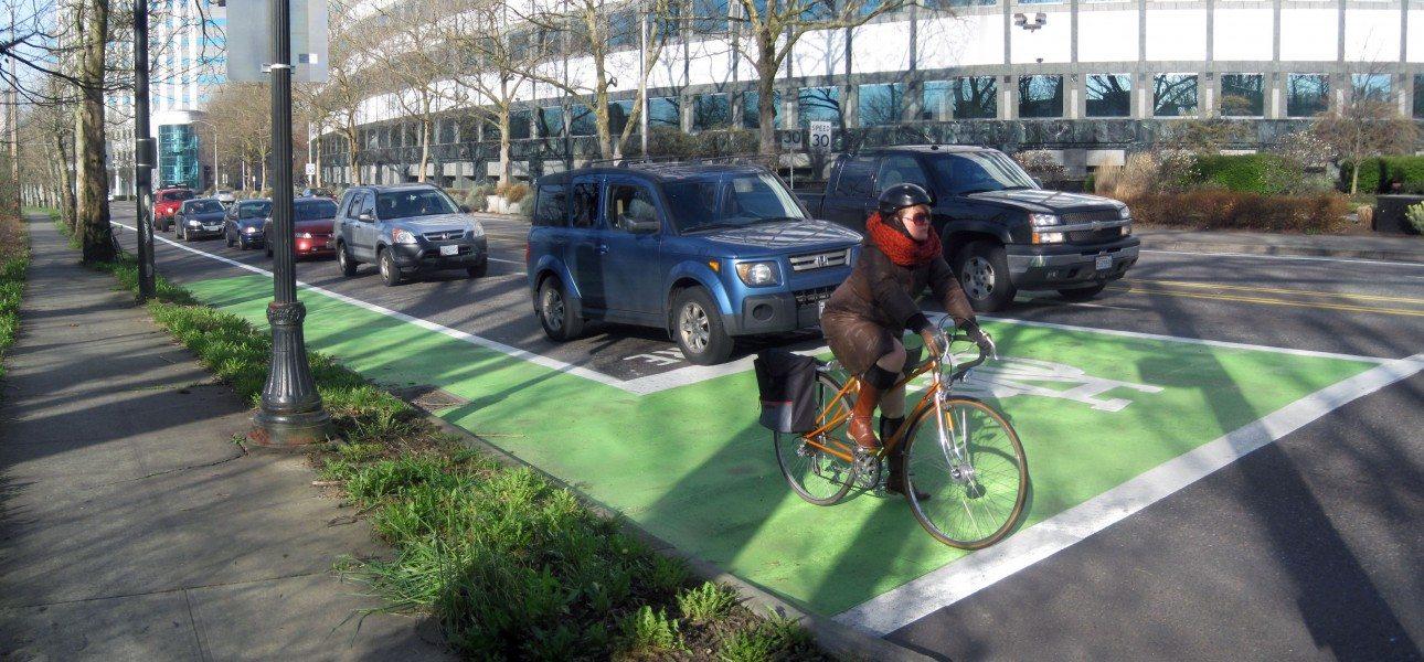 Portland Bikeways design - Lloyd Center Bike Box
