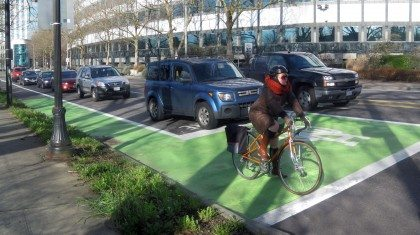 Portland Bikeways design - Lloyd Center Bike Box
